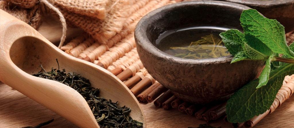 зелёный чай в чашке 2