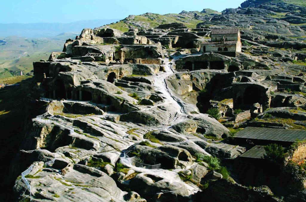 Скальный город Уплесцихе и дегустация в Шато Мухрани
