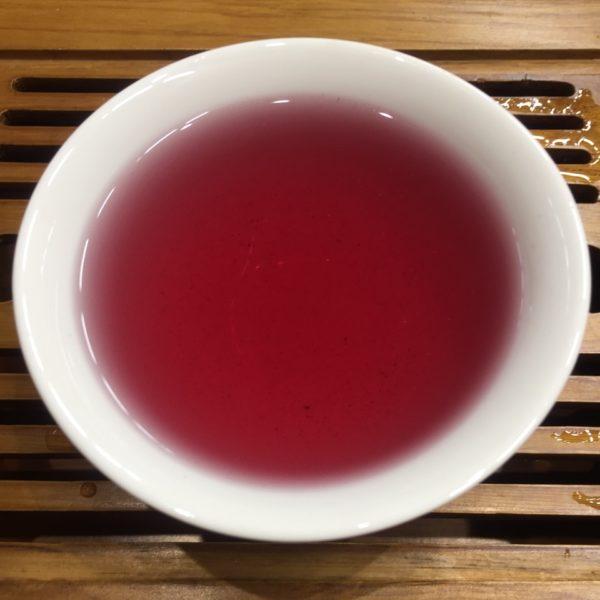 Чай Хванчкара в чашке
